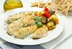 Fiskfilé med grönsaker royaltyfri foto