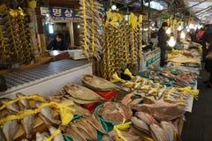 Fiskmarknad i Asien Arkivbilder