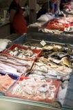 Fiskmarknad, ny fisk i gatamarknad, ny fisk, social fråga, marknad för fiskmarknadsgata fotografering för bildbyråer