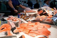 Fiskmarknad, ny fisk i gatamarknad, ny fisk, social fråga, marknad för fiskmarknadsgata arkivfoto