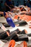 Fiskmarknad, ny fisk i gatamarknad, ny fisk, social fråga, marknad för fiskmarknadsgata royaltyfria bilder