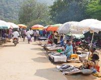 Fiskmarknad på gatorna på Hogenakkal, Tamil Nadu Royaltyfria Bilder