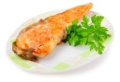 Fiskmaträtt - stekte fisk och grönsaker arkivbilder