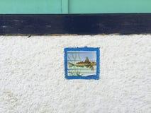 Fiskmosaik på den vita väggen Royaltyfri Bild