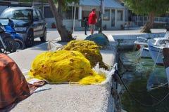 Fisknät i den grekiska portaeginaön Arkivfoton