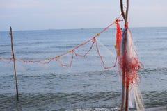 Fisknät i havsbakgrunden med kopieringsutrymme Royaltyfri Foto