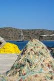 Fisknät nära havet på Kreta i Grekland Arkivfoto