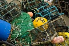 Fisknät och krukor arkivfoto