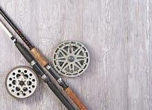 Fisknät och metspö Arkivfoto