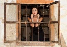 Fissando attraverso la finestra Fotografie Stock Libere da Diritti