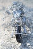 Fissi il giocattolo fatto, una motocicletta del suo genere Fotografie Stock