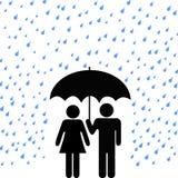 Fissi la pioggia delle coppie dell'ombrello Immagini Stock