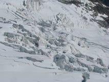 Fissuras mais galcier Monte Bianco dos cumes das montanhas Fotografia de Stock Royalty Free