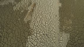 fissuration, fractures et soif dans le sol photographie stock libre de droits
