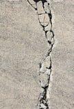 Fissure sur le trottoir de la colle Image libre de droits