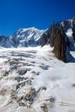 Fissures de glace dans de hauts Alpes Photos libres de droits
