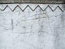 Fissures sur un vieux mur décoratif images libres de droits