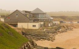 Fistral海滩风暴造成的Newquay损伤 库存照片