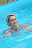 Fit beautiful young woman swimming in a pool Royalty Free Stock Photos