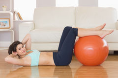 Fit brunette doing sit ups with exercise ball Royalty Free Stock Photography