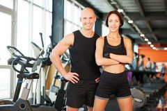 Fit couple at the gym looking very attractive Royalty Free Stock Images