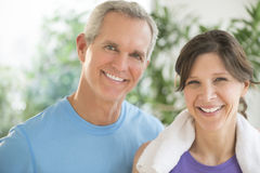 Fit Couple Smiling Outdoors royalty free stock photos