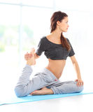 Fit female training physically at the gym Royalty Free Stock Images