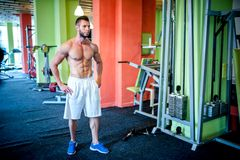 Fit guy, fitness model and bodybuilder in the gym Stock Photography