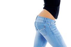 fit jeans för blue som slitage kvinnan Royaltyfri Bild