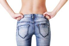 Fit kvinnligbutt i jeans Arkivfoton