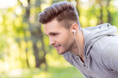 Fit male runner posing before running Royalty Free Stock Photography