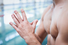 Fit man with his hands together Royalty Free Stock Photography