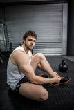 Fit man tying his shoelaces Royalty Free Stock Photography
