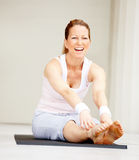 Fit mature female working out Royalty Free Stock Photos