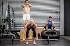 Fit people doing exercises Royalty Free Stock Images