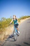 fit ritt för cykelkvinnlig royaltyfria foton