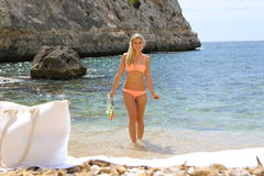 Fit smiling woman in bikini holding snorkeling Royalty Free Stock Photography