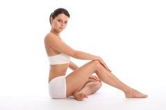 fit sund lagd benen på ryggen lång sexig kvinna för huvuddel Royaltyfri Fotografi