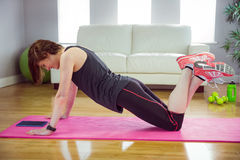 Fit woman doing press up on mat Royalty Free Stock Photos