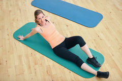 Fit woman exercising at gym Royalty Free Stock Images