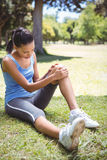 Fit woman with injured knee Royalty Free Stock Photography