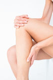 Fit woman with knee pain Royalty Free Stock Images