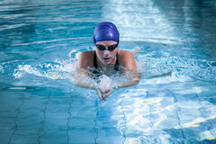 Fit woman swimming Royalty Free Stock Photos