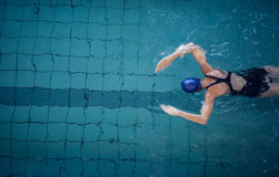 Fit woman swimming in the pool Royalty Free Stock Photos