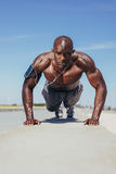 Fit young guy doing push-ups Royalty Free Stock Image