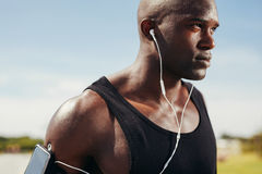 Fit young man wearing earphones Royalty Free Stock Images