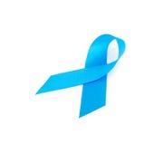 Fita azul no concep branco da conscientização do câncer da próstata do fundo Foto de Stock