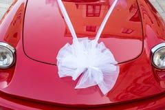 Fita branca em um carro vermelho Fotos de Stock Royalty Free