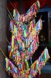 Fita colorida do desejo em Kek Lok Si, templo chinês em Penang, miliampère Imagens de Stock