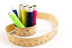 Fita de medição com o carretel no branco Imagens de Stock